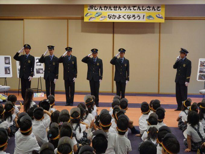 JR新幹線運転士さんと仲良くなろう!』の会~年長組~ | 広島県私立 ...